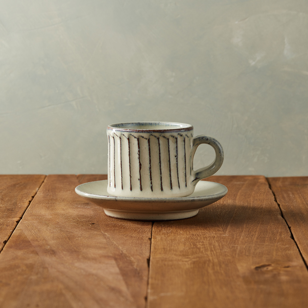 丸伊信樂燒|白釉雕紋咖啡杯碟組(2件式)