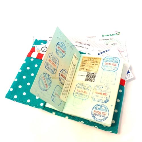 WaWu|護照套(湖水綠點)