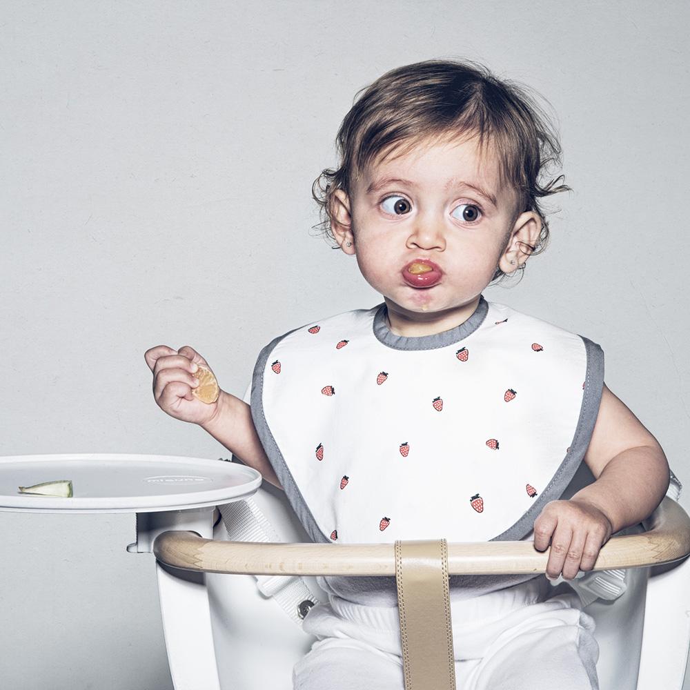 鯊魚咬一口 BabyBites|100% 親膚純棉、防潑水完整包覆寶寶口水巾|圍兜-甜甜草莓