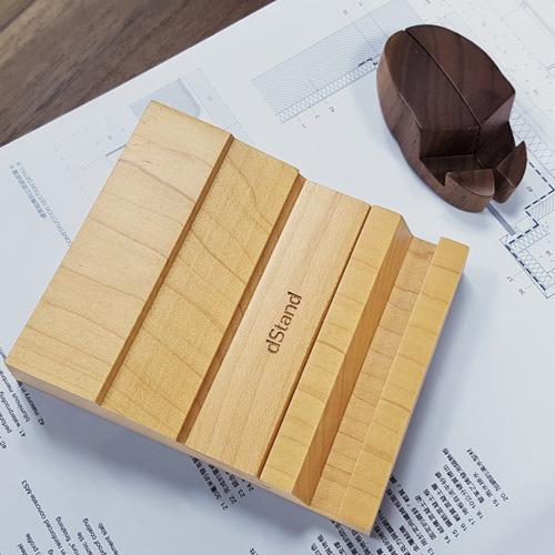 dStand|雙槽手機座(楓木)+瓢蟲造型手機架(胡桃木/櫸木)【原木手機架組】