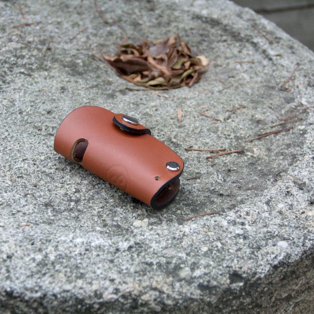 DUAL|真皮創意汽車鑰匙包/手機架 - 圓弧淺棕
