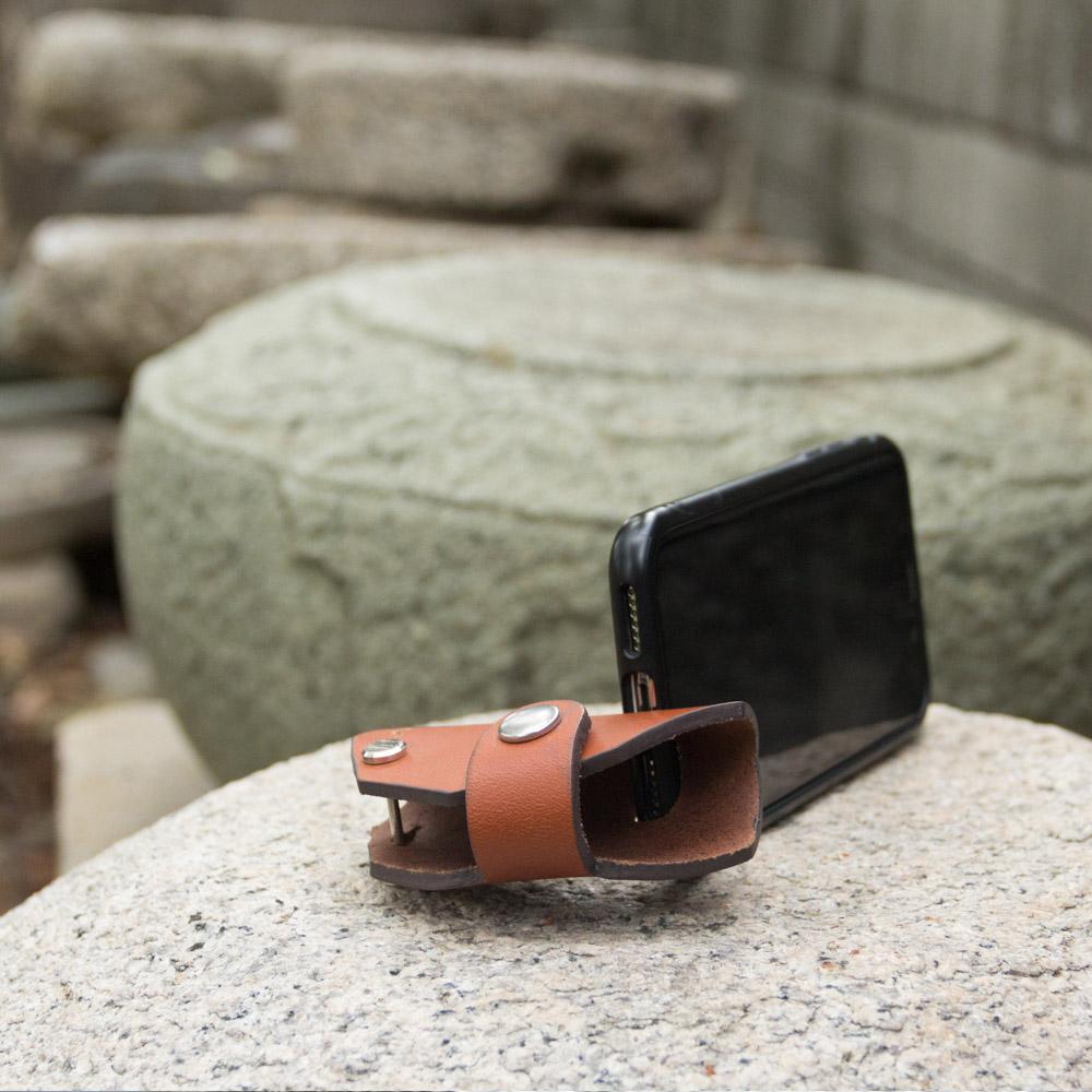 DUAL|真皮創意汽車鑰匙包/手機架 - 六角淺棕