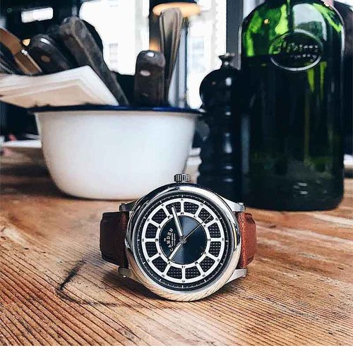 Camden Watch |純英國血統,率性跳色大刻度輪盤真皮腕錶