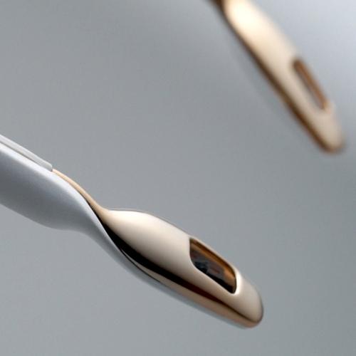 ible × Airvida|頸掛式空氣清淨機-尊爵白