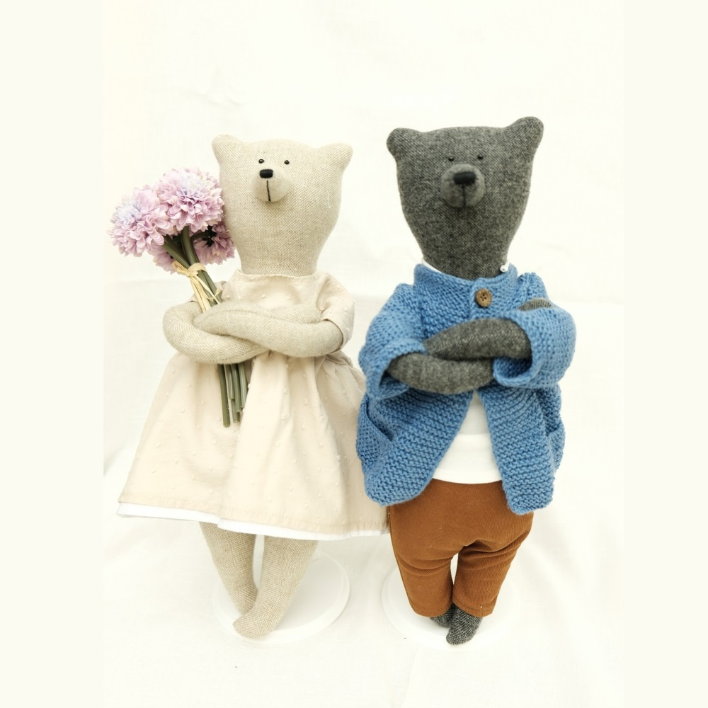 PK bears  葡萄園主馬丁熊+瑪莉熊40CM(情人節特別贈禮:立架+花束+海報)