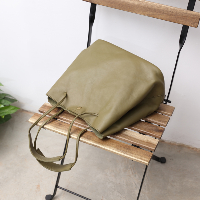 SoLoMon|磁扣式簡約皮革肩背包 附側背帶(2色可選)