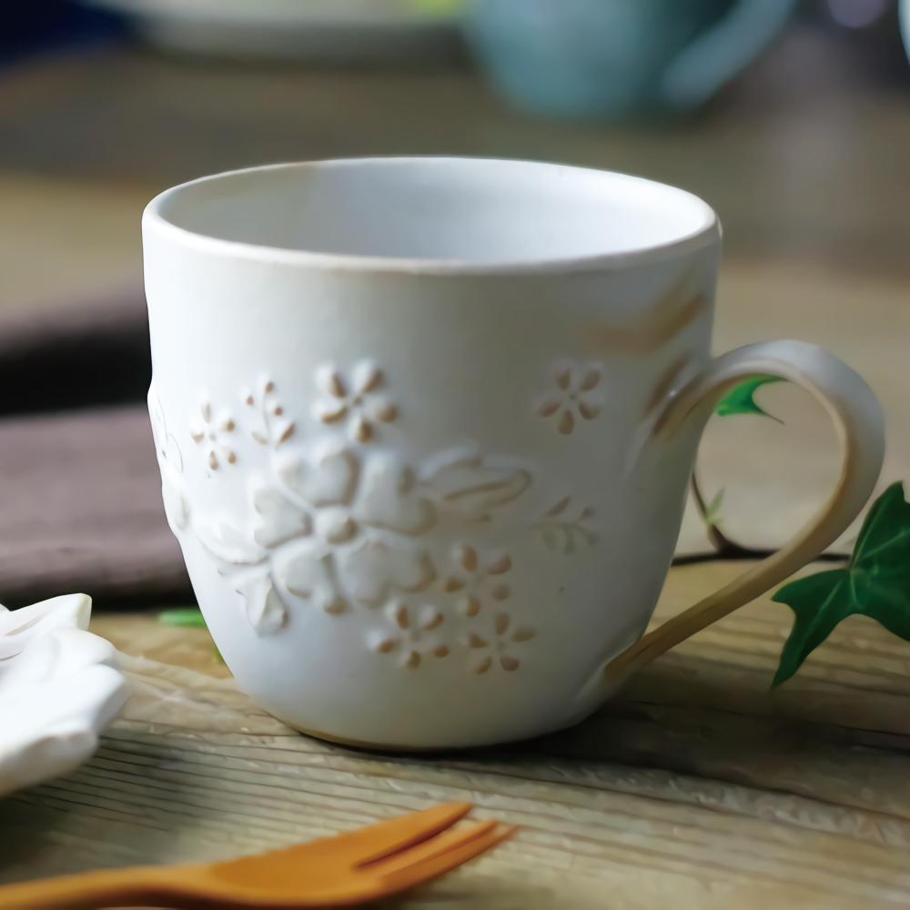 日本窯元益子燒 花園燻雕紋馬克杯 - 粉引白