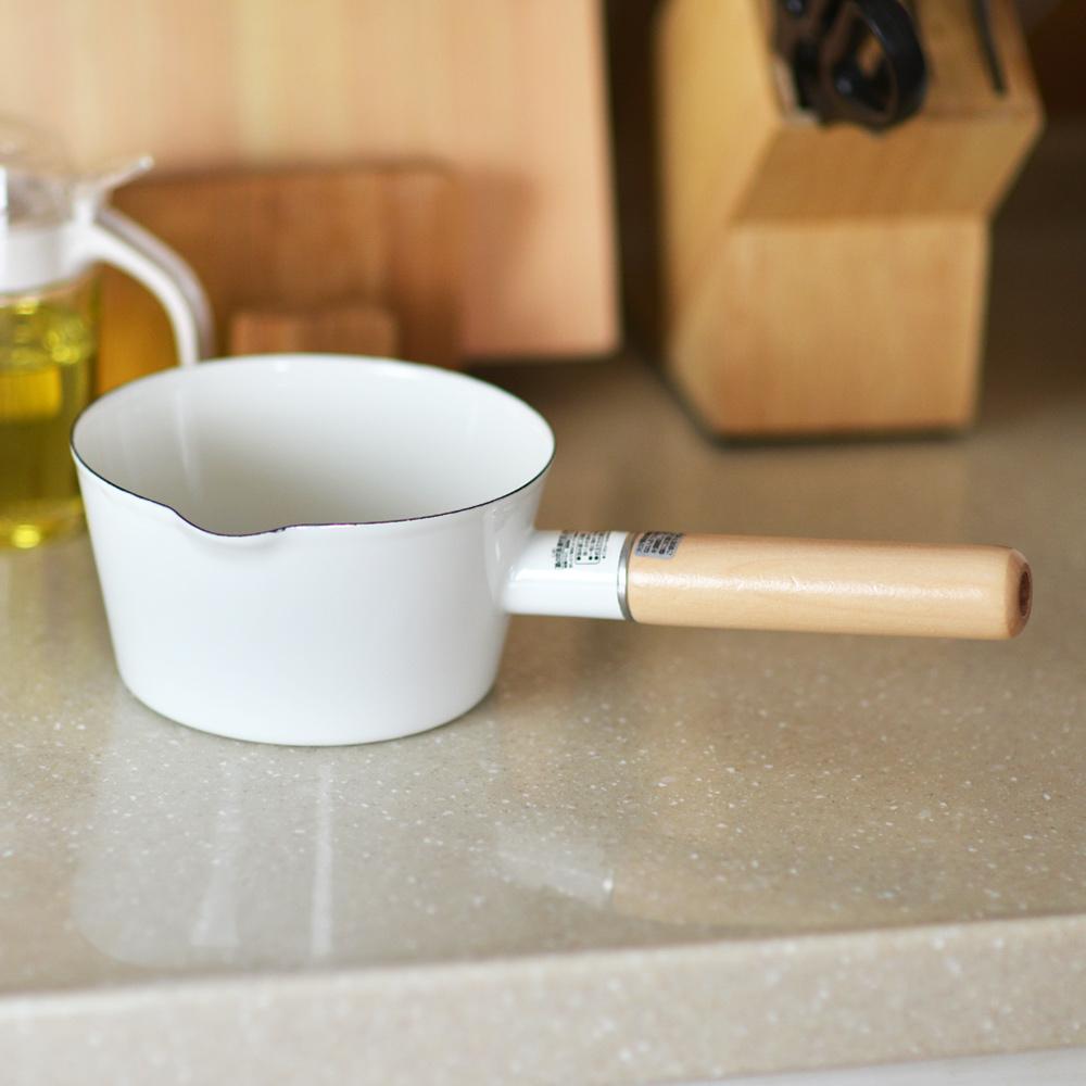 日本珍珠金屬 | 琺瑯牛奶木柄鍋-15cm