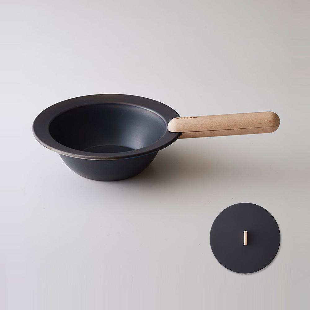 藤田金屬|JIU10 日製深型純鐵平底煎盤(含蓋)-20cm-附天然原木柄煎盤夾