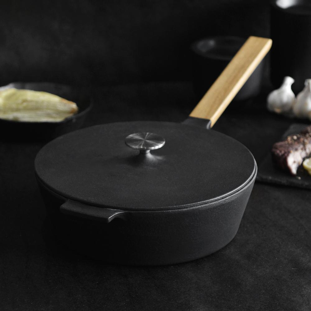 Morsø|皇家黑爵士橡木單柄琺瑯鑄鐵炒鍋附蓋-25cm (附收納袋)