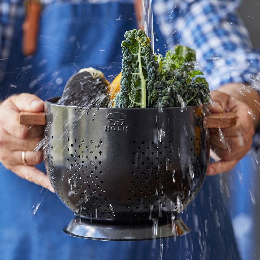 HOLM|雙耳木柄深型鐵製蔬果瀝水盆