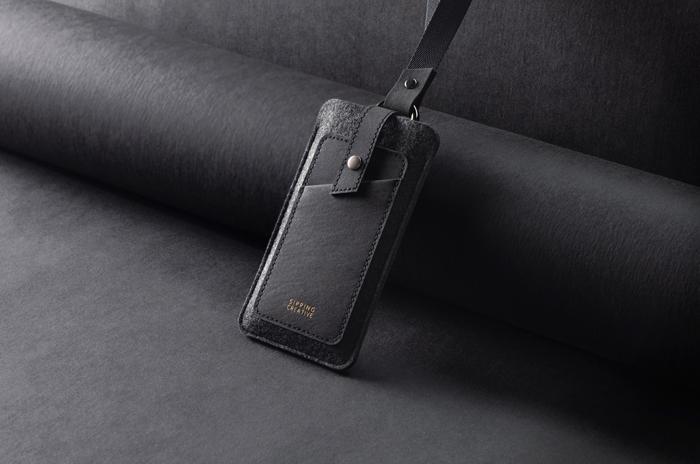 俬品創意|頸掛手機套/特規版_極簡黑