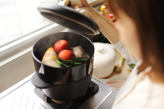 JIA Inc.|饗食版 蒸鍋24cm (黑色陶鍋)