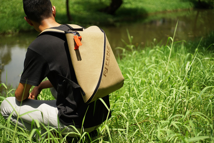 FENZ| 超輕防潑濺 一體成形後背包 (麂皮淺棕色)