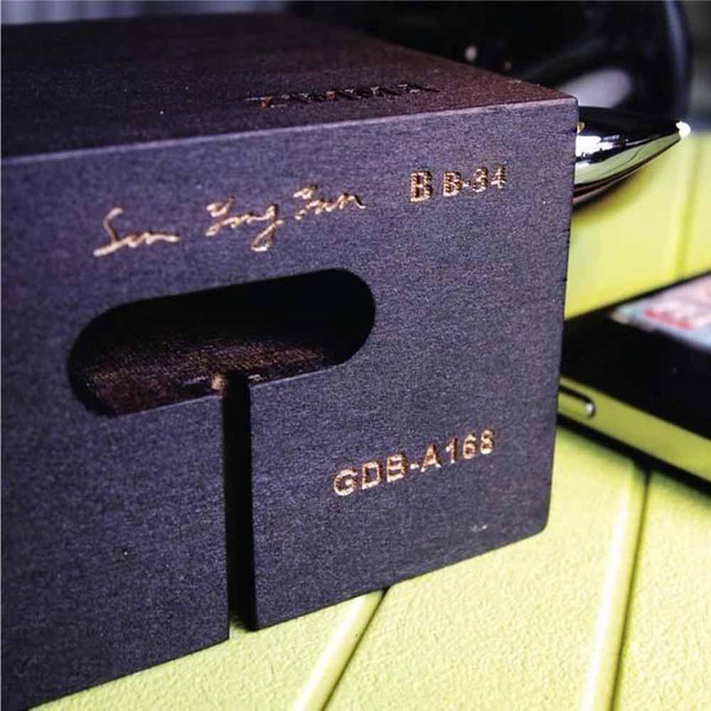 GeckoDesign ZIMMA 貝殼杉擴音器 for iPhoneSE /  i5系列 / i4系列 / iPod Touch 5(黑/黑)