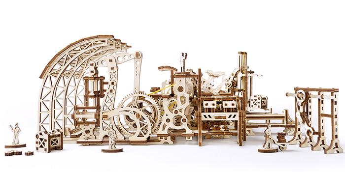 Ugears|自我推進模型 Tram Line 機械小鎮-機器人工廠