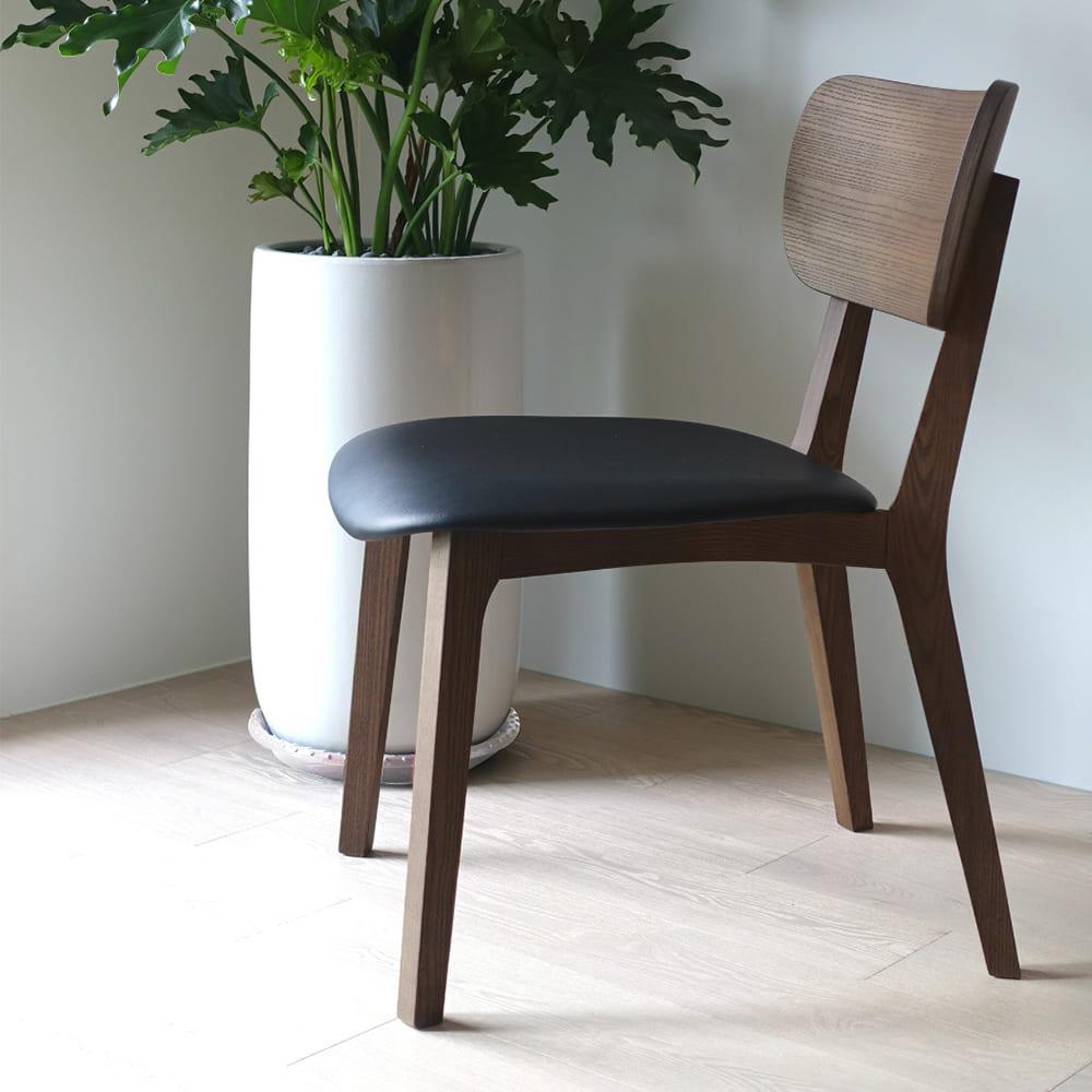 viithe|HOUR L 時聚餐椅皮革版(胡桃色黑坐墊)