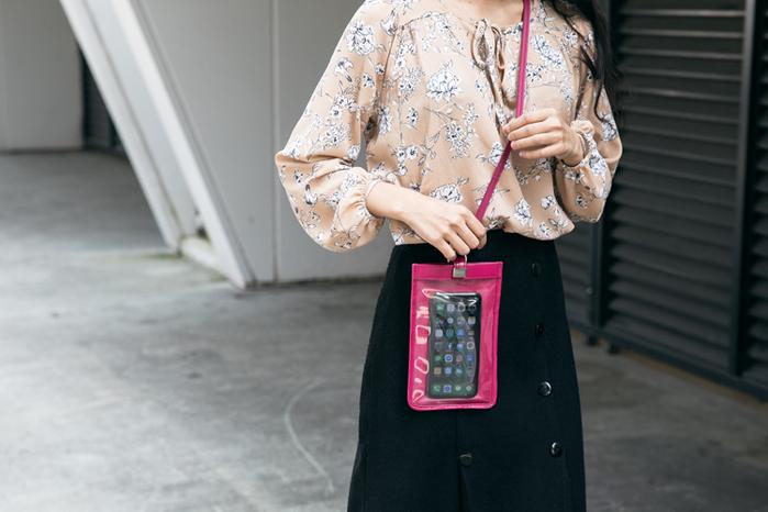 LIEVO|真皮斜背手機護照包7 吋適用-TOUCH(黑)