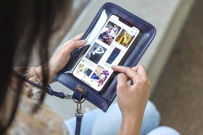 LIEVO|真皮斜背手機護照包7 吋適用-TOUCH(深紫紅)