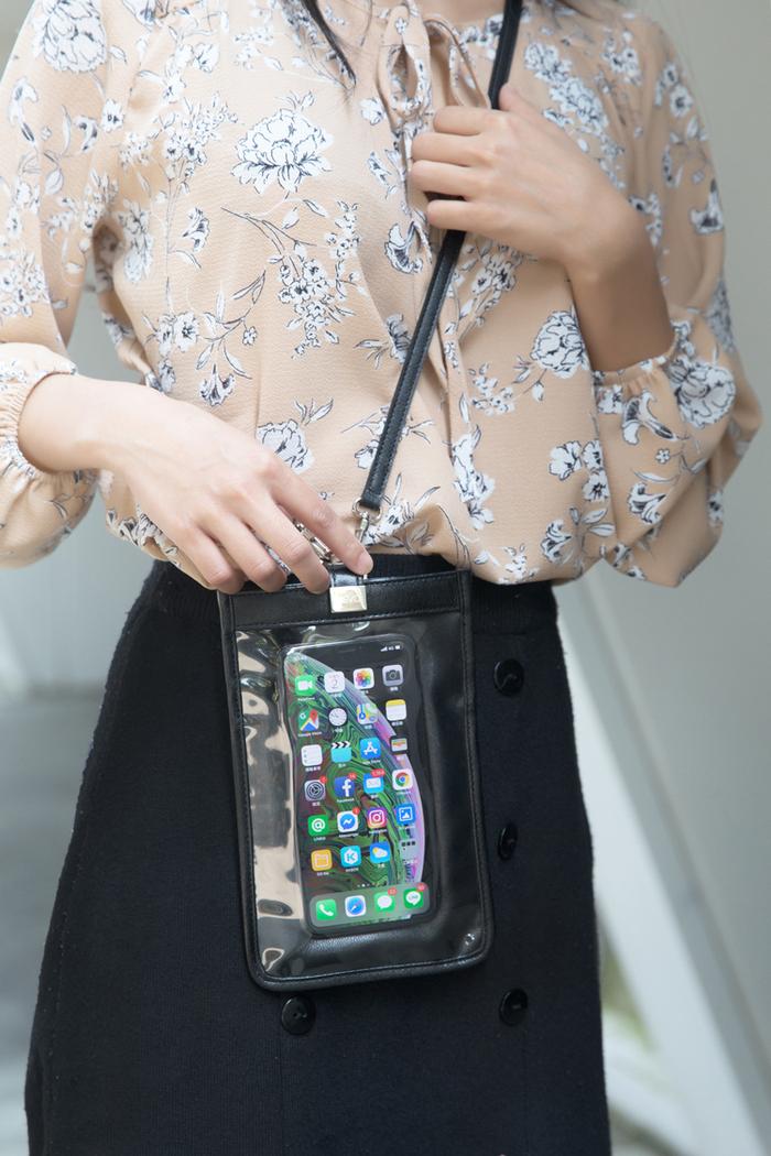 LIEVO|真皮斜背手機護照包7 吋適用-TOUCH(午夜藍)