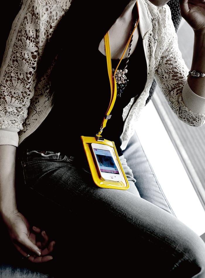 LIEVO|頸掛式真皮手機套5.7 吋適用-TOUCH(黑)