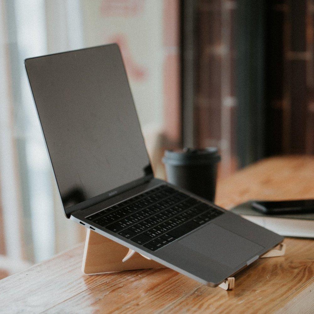 石三木廠 iestand 輕薄平板筆記型電腦架