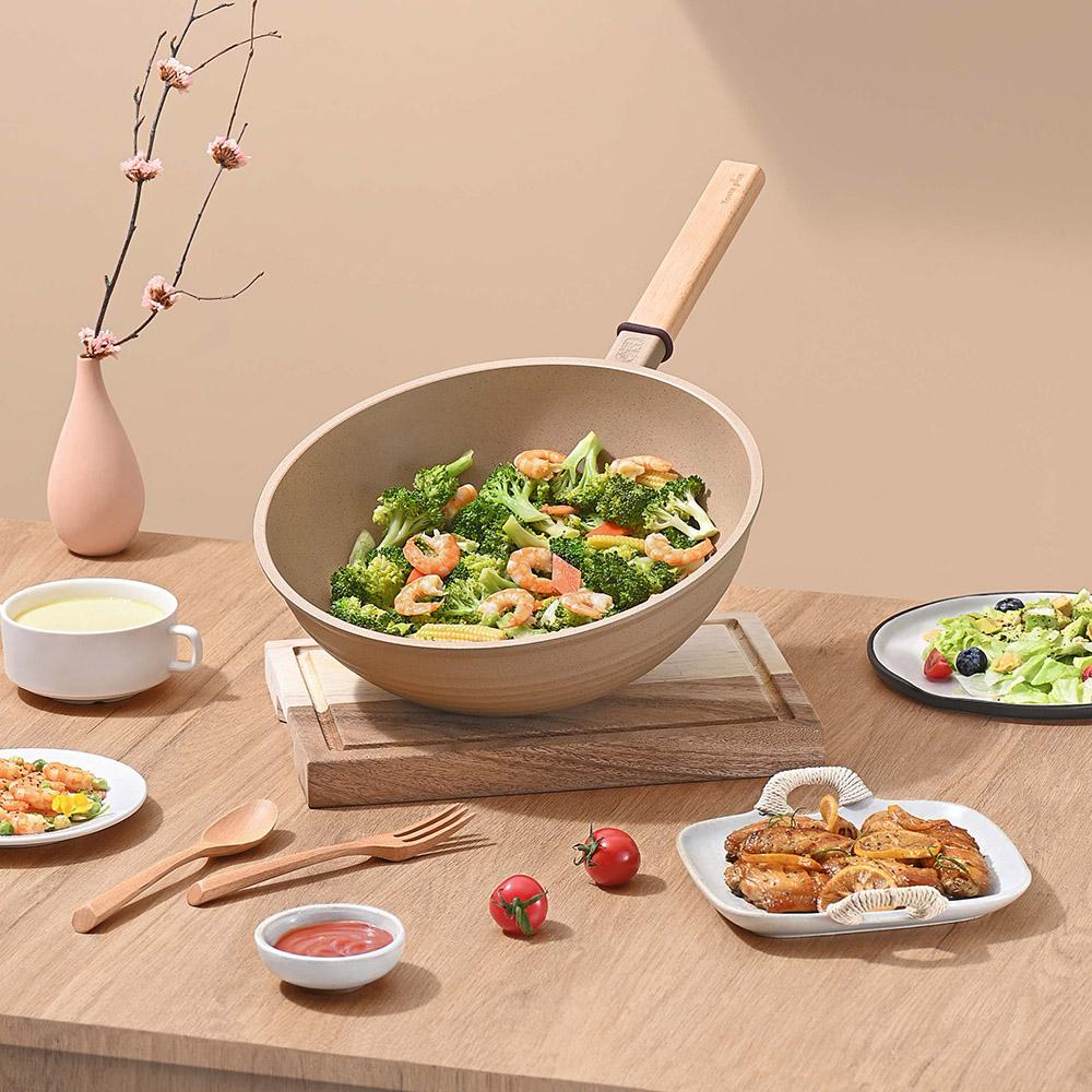 Taste Plus|悅味元麥 瑞士科技 陶土內外不沾鍋 平底炒鍋 30cm(贈瀝水鍋蓋+木鏟)
