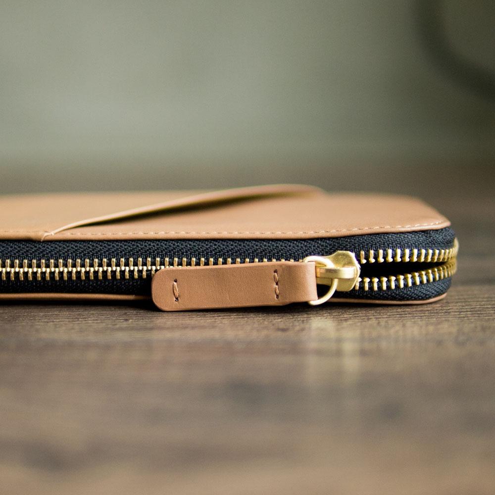 Alto 皮革手機收納包 - 摩卡