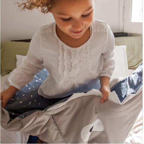 鯊魚咬一口 BabyBites 100%純棉手作兒童版睡袋/防踢被-卡其灰(藍底)