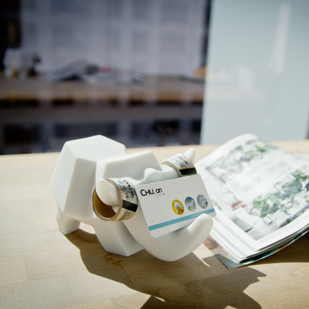 CHU,AN Design|大非洲系列-《可愛犀牛添歡笑》犀牛造型立體石雕眼鏡架/手機座