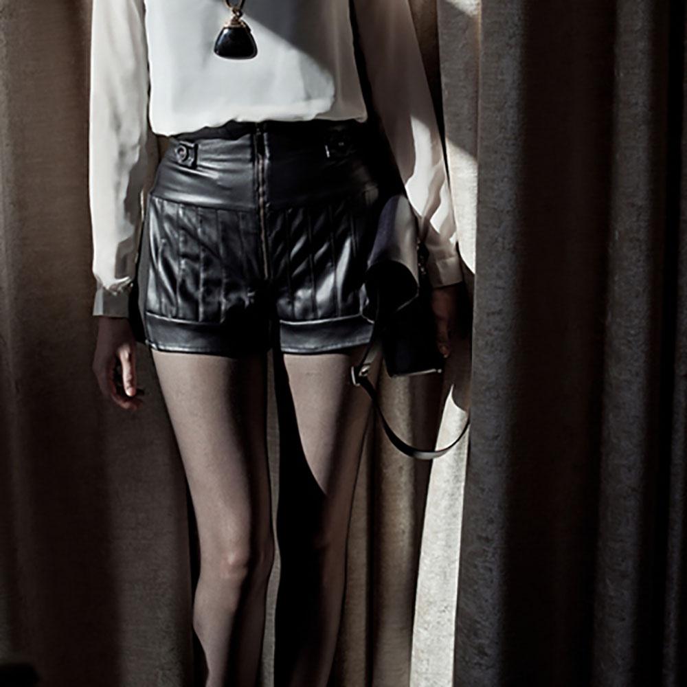 VISIBLE By Ann Cheng|前開拉鍊皮革短褲(黑色)