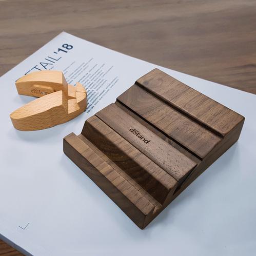 dStand|【原木手機架組】雙槽(胡桃木)+瓢蟲造型(胡桃木/櫸木)