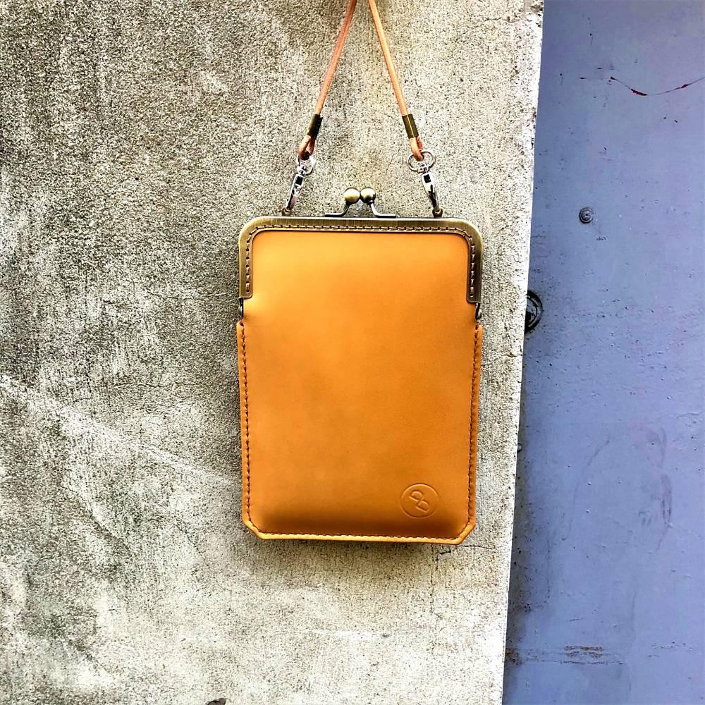 DUAL|淑女斜背口金手機袋 - 奶油棕