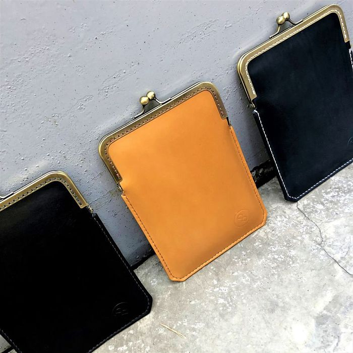 DUAL多兒 / 淑女斜背口金手機袋 - 奶油棕 / 禮物 情人節  iphone12