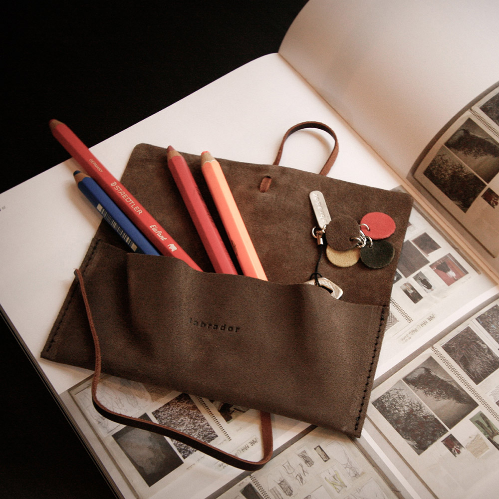 labrador|麂皮筆袋 S