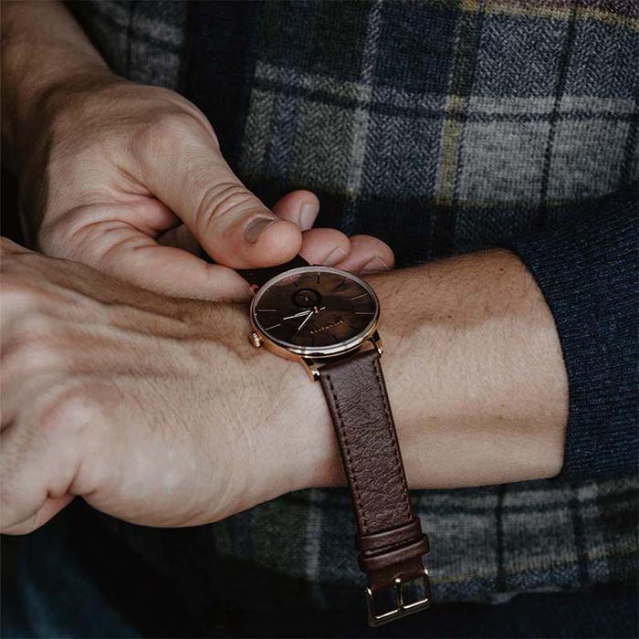 Grundstof|沉穩經典原木手錶 - 核桃木節 40mm 黃銅金 咖啡皮帶