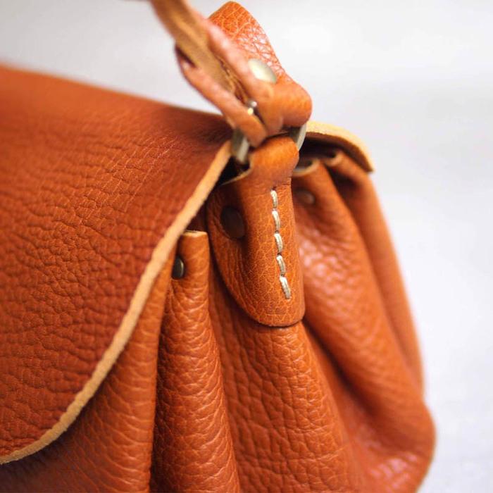 CHAM|日系時尚 唯美清秀摺邊手工側背包