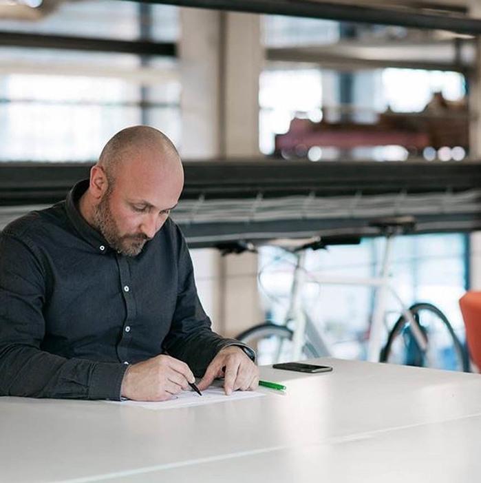 BULBUL|丹麥製 簡約時尚真皮腕錶 40mm,不銹鋼灰、時尚灰皮革錶帶