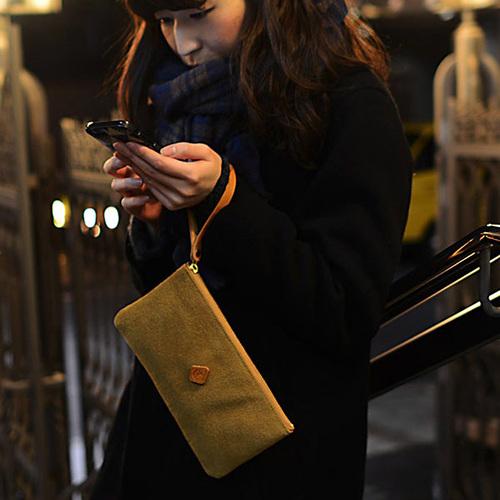 CLEDRAN 溫暖氛圍 日本柔質麂皮簡約異材質手拿包/化妝包