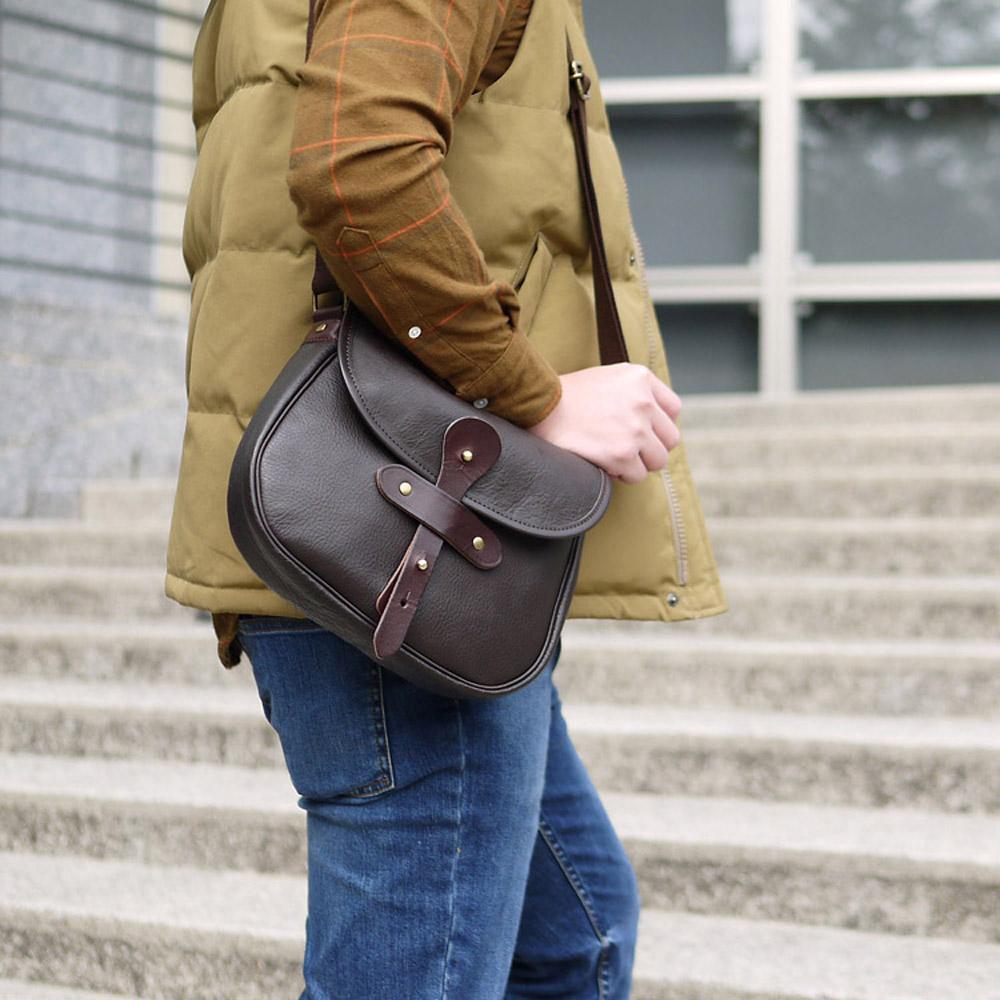 SUOLO|日本復古時尚圓弧設計,植鞣手工牛皮側背包