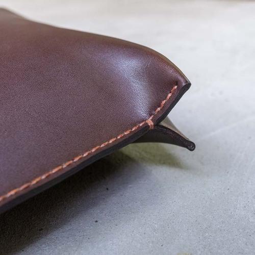 TEHA' AMANA|品味獨到 日本職人手作植鞣牛皮斜背包/郵差包 咖啡色