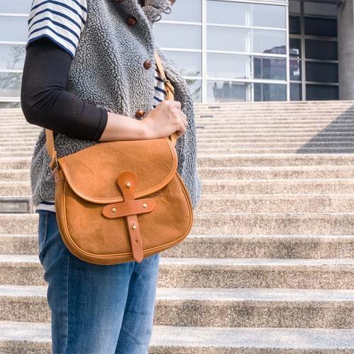 SUOLO|簡約有型  日本職人手作水洗石蠟帆布斜背包