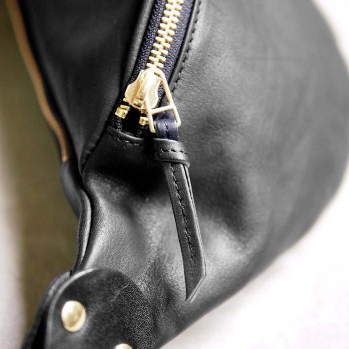 SLOW 日系輕量率性俐落馬鞍/側背包