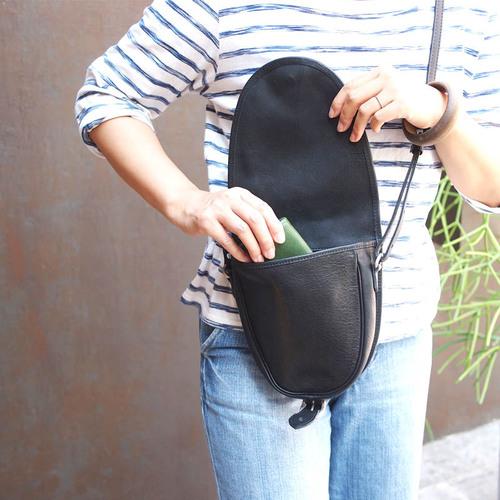 SLOW|復古率性日系職人手工牛皮馬鞍/側背包 黑色