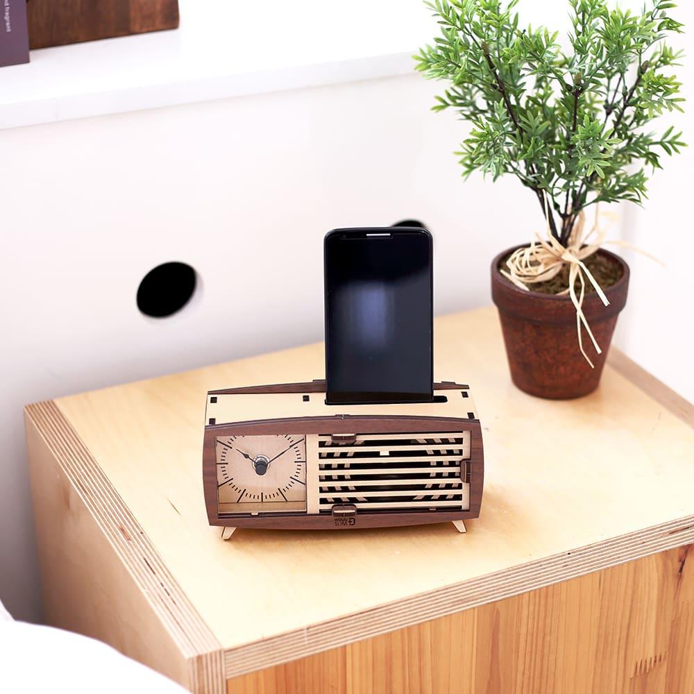 WOODSUM 輕手作。木製模型 - 復古收音機時鐘