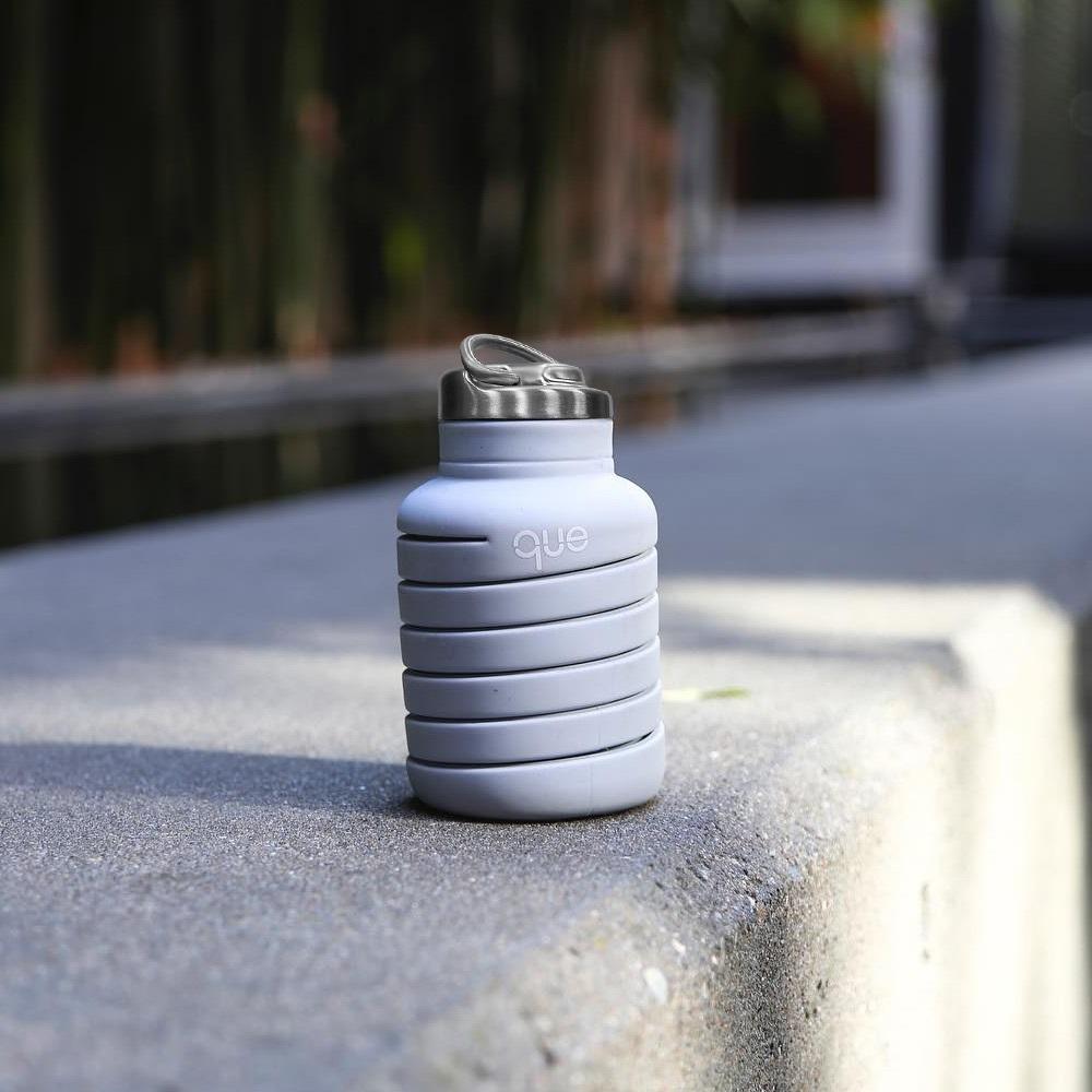 que Bottle|伸縮水瓶(600ml) - 附提把瓶蓋 - 極簡灰