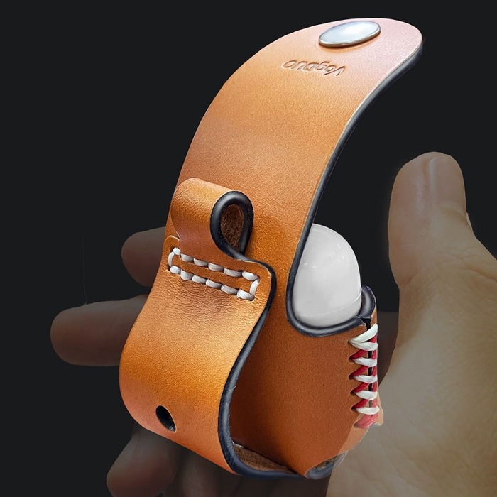 VogDUO  Airpods 手工義大利皮革保護套組(含多用途皮革手機座)