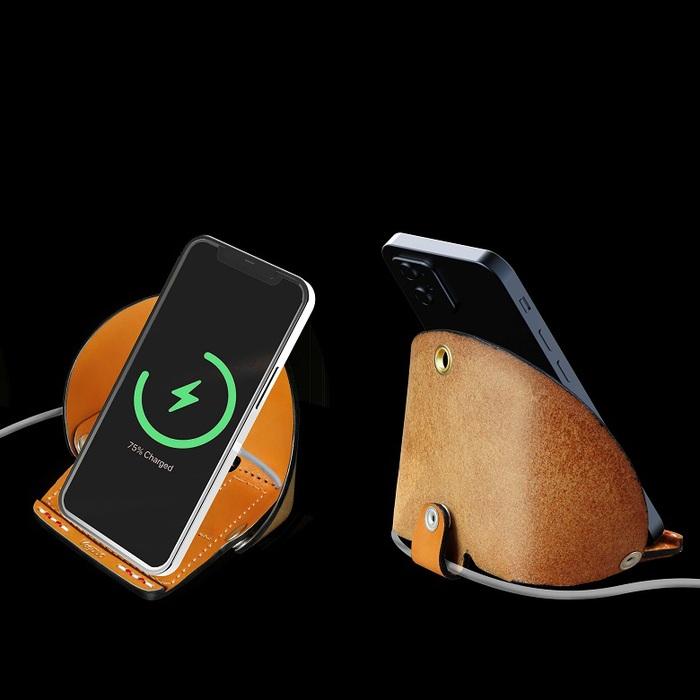 VogDUO| 義大利真皮革手工多用途手機座(牛皮棕)