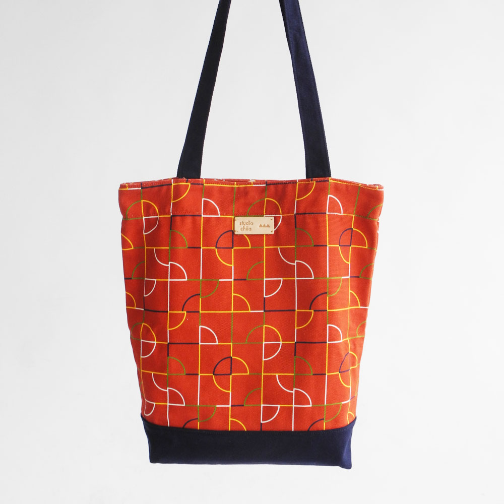 studio chiia好耘設計|印花托特包-池畔紋樣 | 線條紅