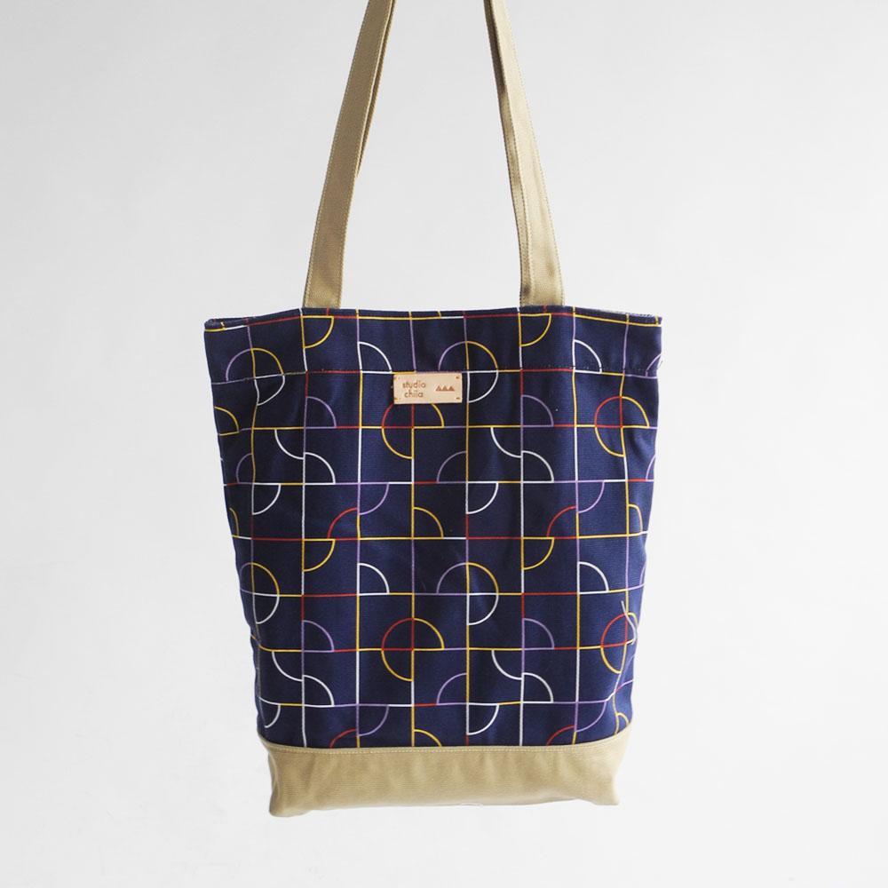 studio chiia好耘設計 印花托特包-池畔紋樣   線條藍